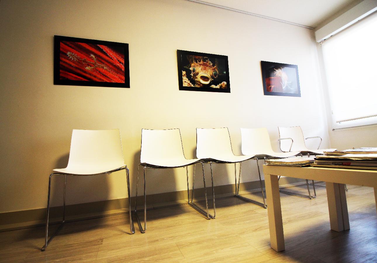 la salle d'attente et photos aquatiques de Claude Ruff