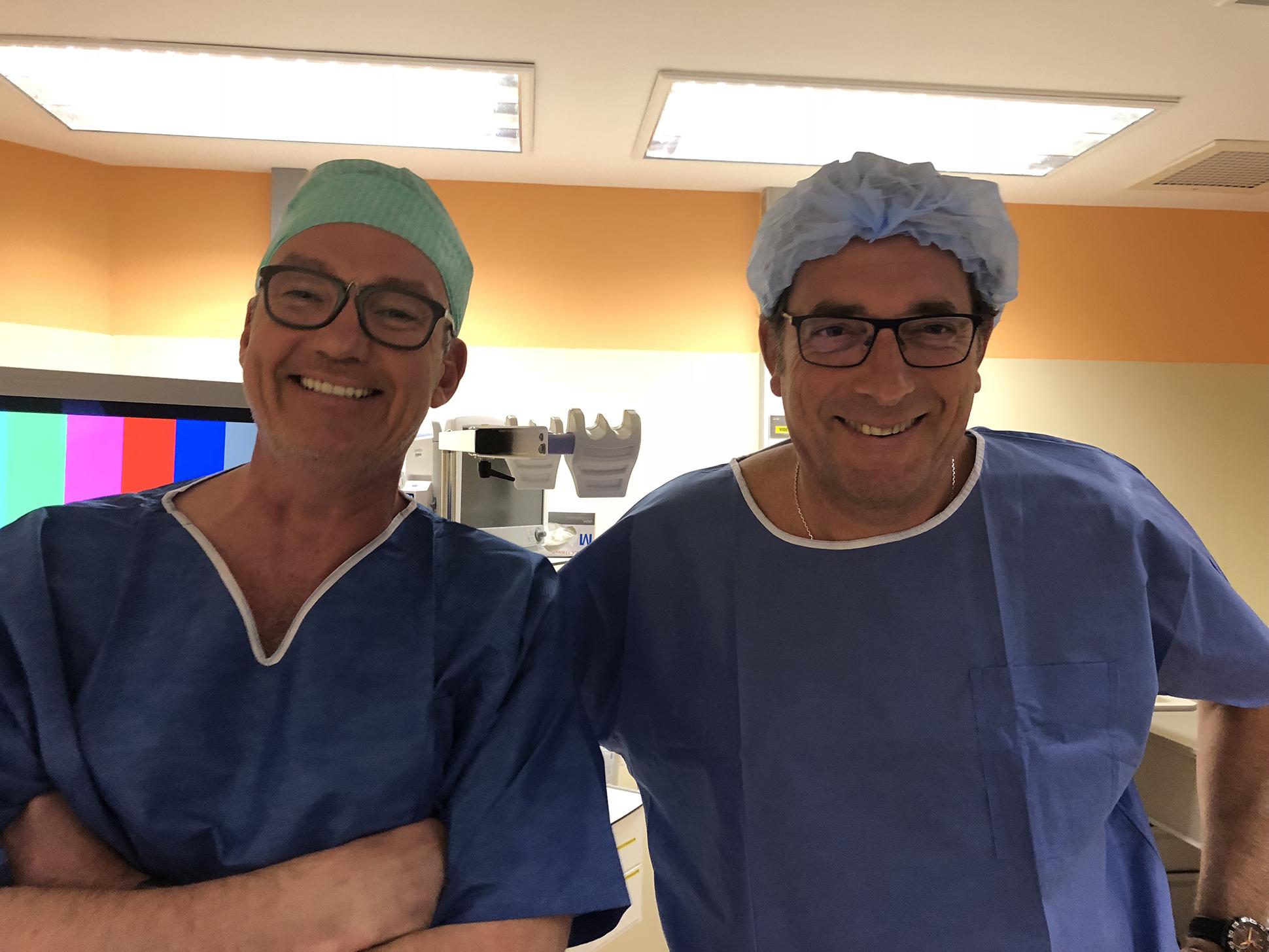 Gastro-entérologues DEMUYNCK et SCHEER en salle d'intervention à la clinique St Anne